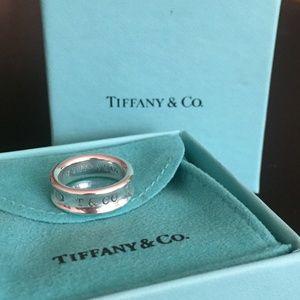 Tiffany&Co - Return to Tiffany&Co. Ring